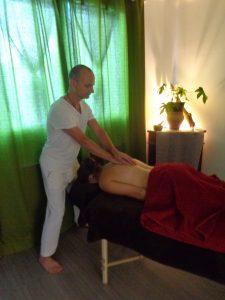 pichauli-massage-ayurvedique-dos